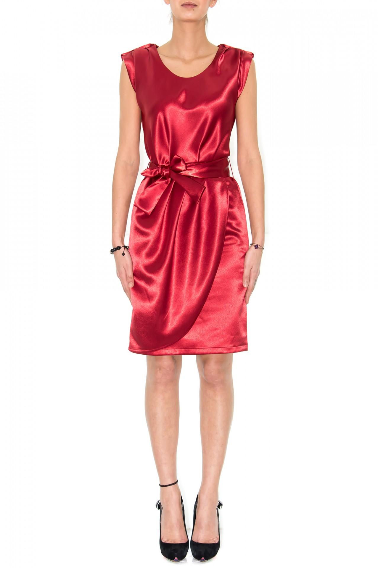 robe soir e robe satin robe rouge stefanie. Black Bedroom Furniture Sets. Home Design Ideas