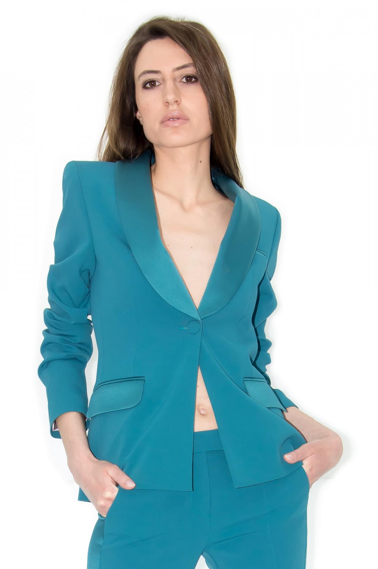 Stefanie Renoma, your Parisian style advisor and French fashion Estore